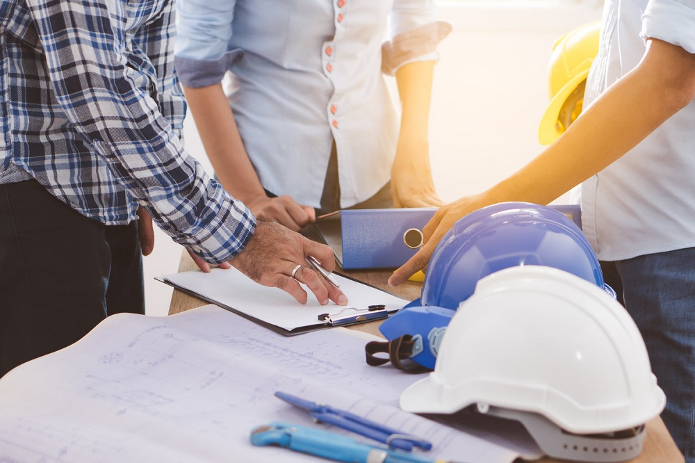 Builders+plans+hard+hats+decisions+collaboration+architects+designers+homeowner