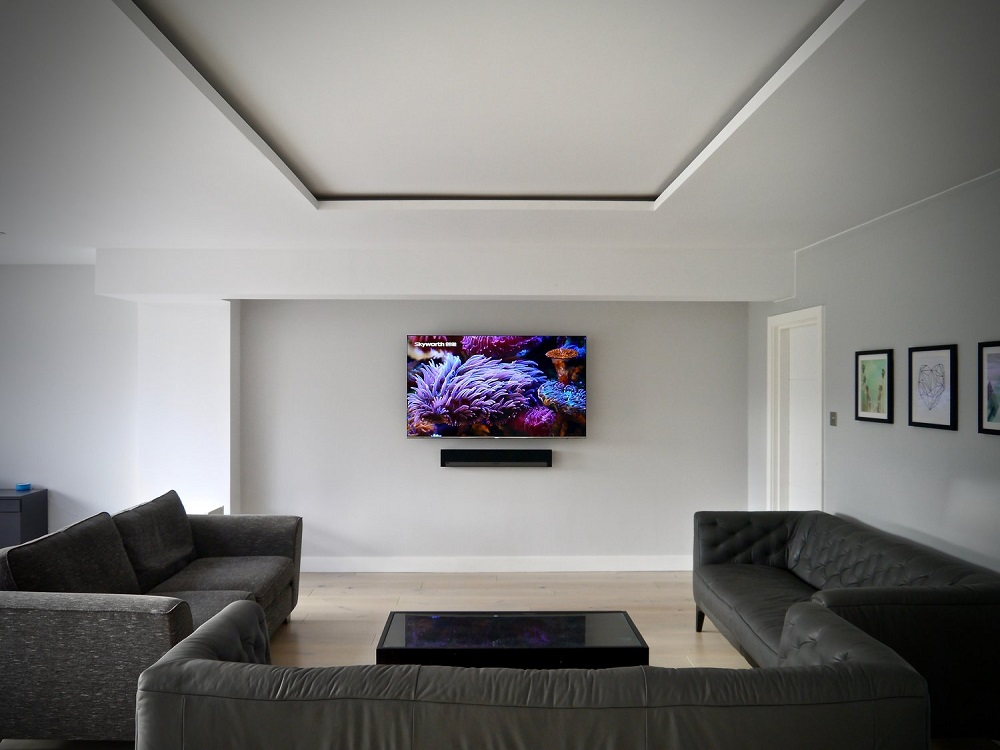 Esher+Modern+Open+Plan+Living+Room+Samsung+Wall+Mounted+TV+with+Sonos+Playbar+LUXE+SMART+HOMES